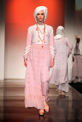 20 Foto Desain Baju Pesta Muslim Glamour Terpopuler
