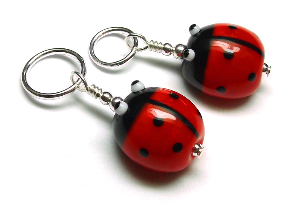 Lampwork glass ladybird (ladybug) bead knitting stitch marker by Laura Sparling
