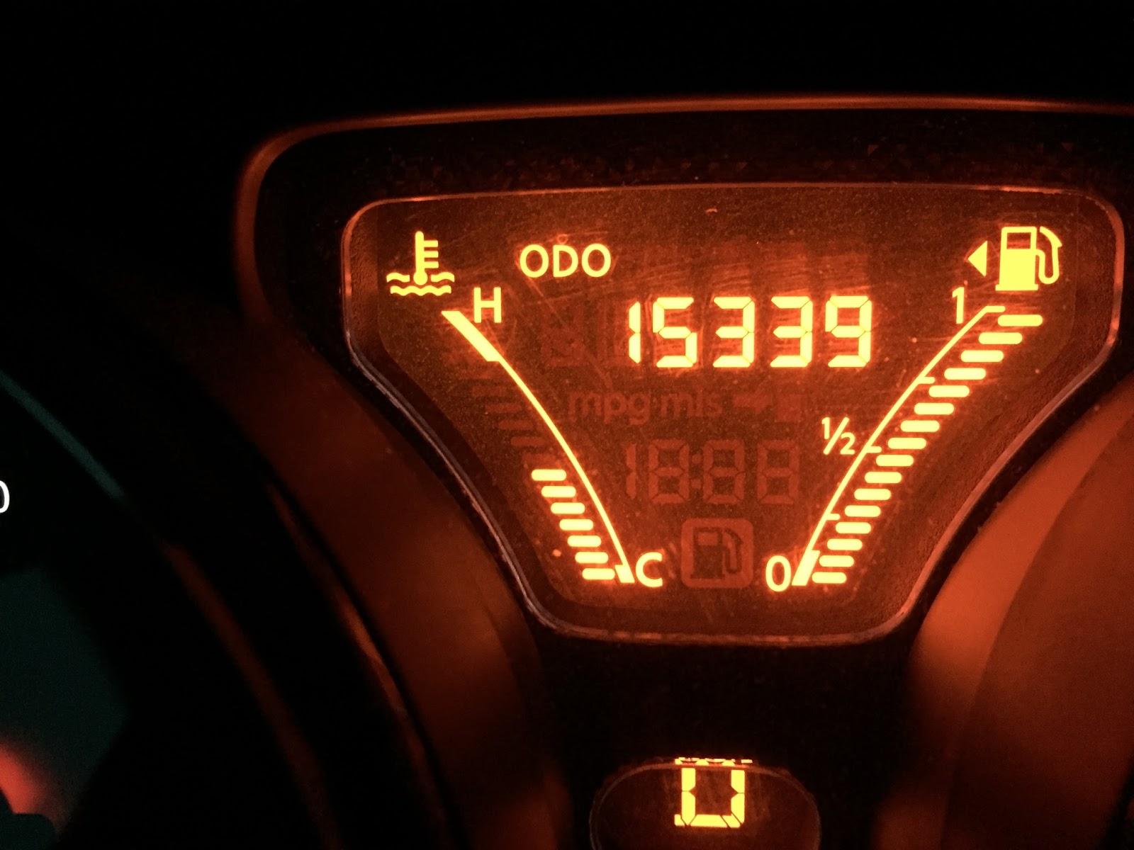 mileage report 31 7 average miles per gallon in 2014 nissan versa sv with odometer at 15339 miles. Black Bedroom Furniture Sets. Home Design Ideas