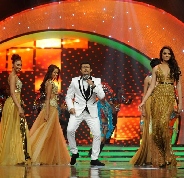 Sonu Nigam performs live while introducing the 23 contestants at the Pond's Femina Miss India 2013 contest, held at Yash Raj Studios, in Mumbai, on March 24, 2013.