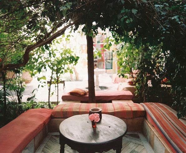 Moon to moon outdoor seating for Moroccan style garden ideas