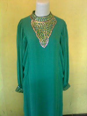 Model%2BBaju%2BMuslim%2BGamis%2BSyahrini 4 Model Baju Muslim Gamis Syahrini 2012
