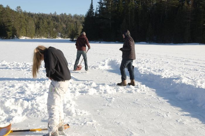 Backyard Ice Rink Diy : DIY Backyard Ice Skating Rink ~ Damn Cool Pictures