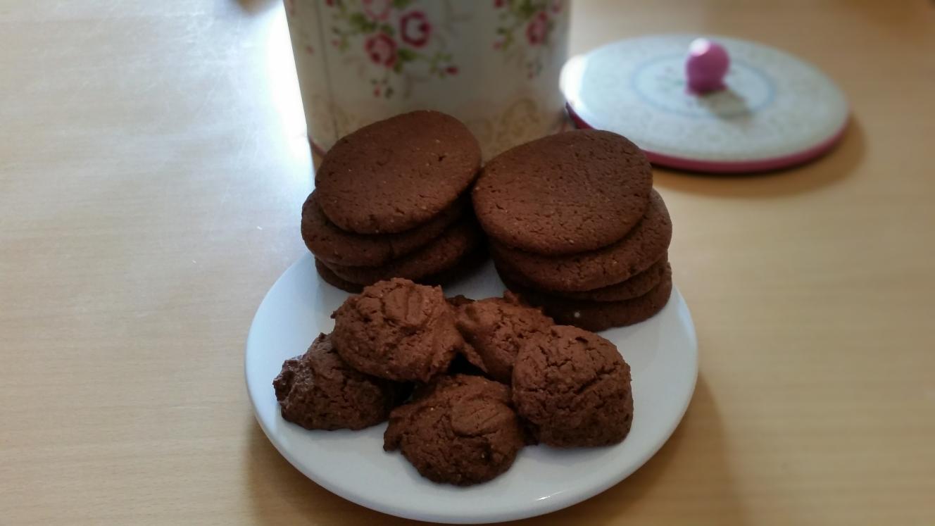 kochen backen und andere sauereien aus connewitz mandel schoko cookies. Black Bedroom Furniture Sets. Home Design Ideas