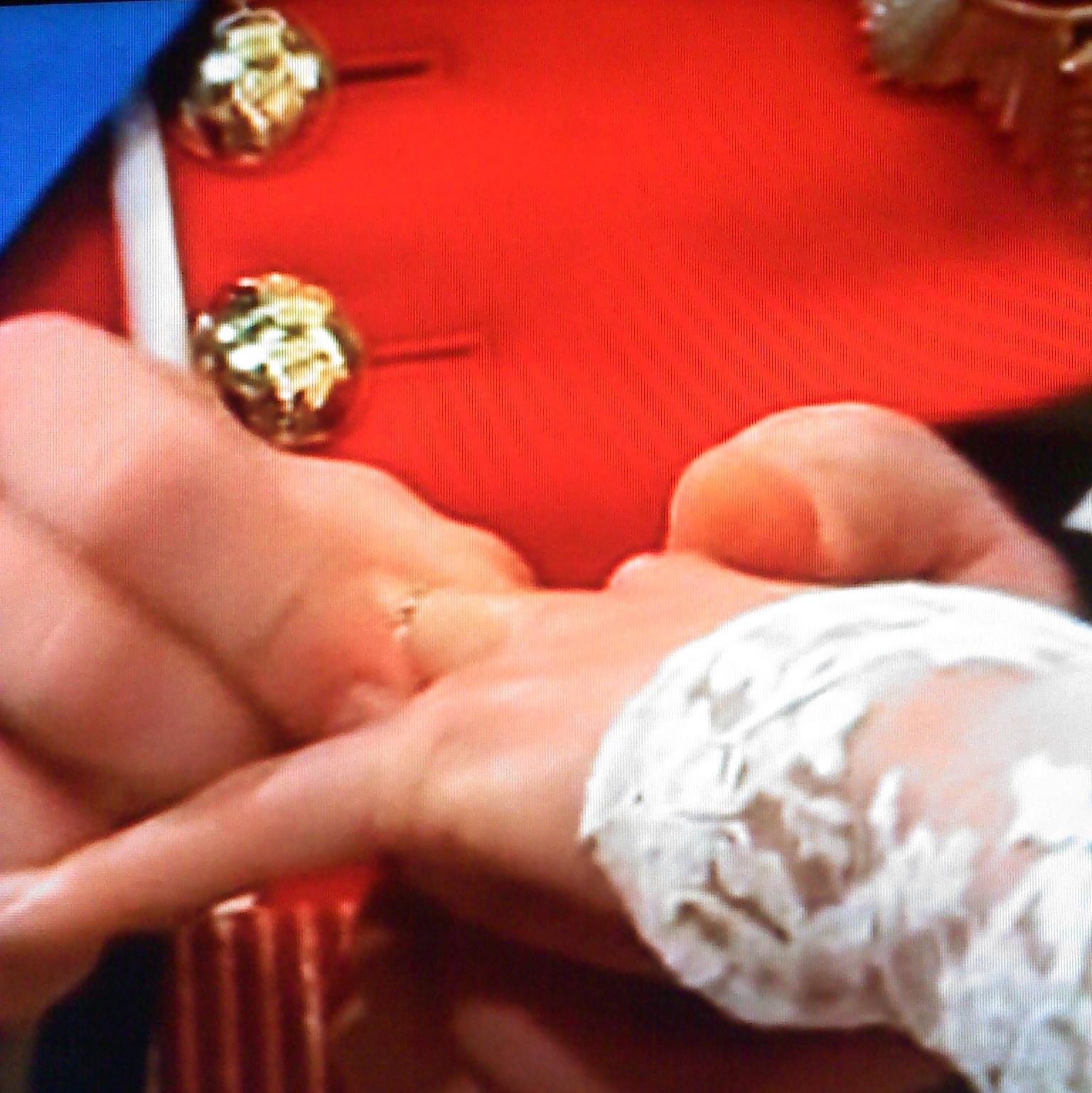 http://4.bp.blogspot.com/-DDQmPPfvpe0/TmBJ_NA7DsI/AAAAAAAAA8w/0tcdkc9hUpw/s1600/Royal+Wedding_Ring+%25282%2529.jpg