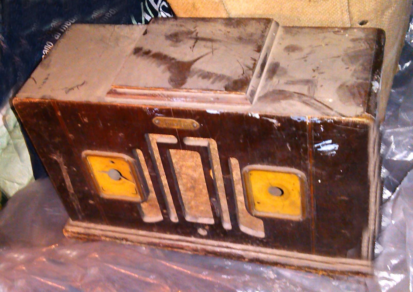 http://merrajo.blogspot.com.es/2014/04/restaurar-radio-antigua.html
