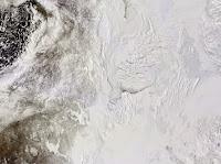 Zdjęcie satelitarne północno-zachodniej Kanady i Morza Beauforta