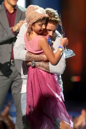Grace Kesablak and Justin Bieber at awards