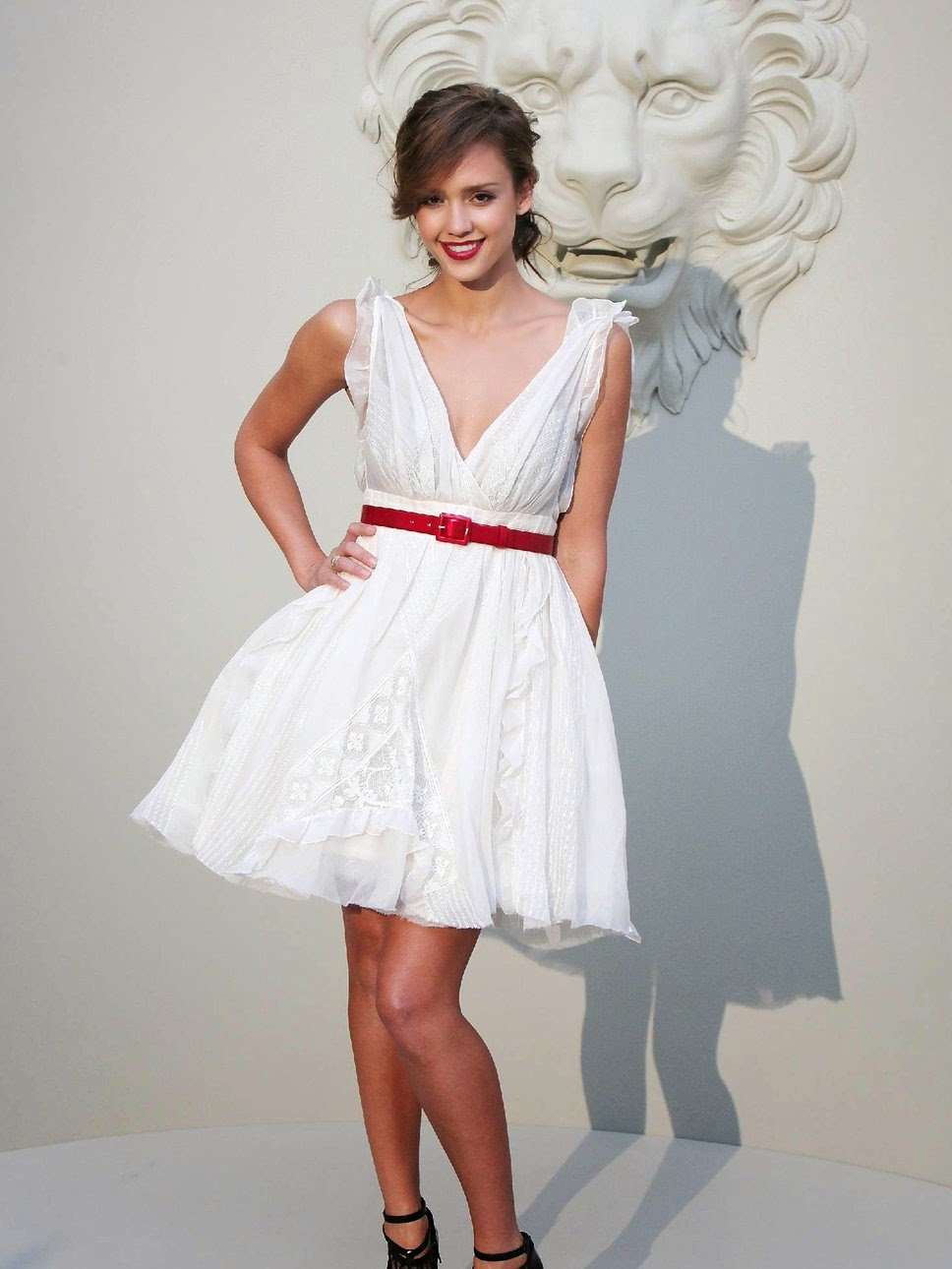 Jessica Alba white dress red belt red lips
