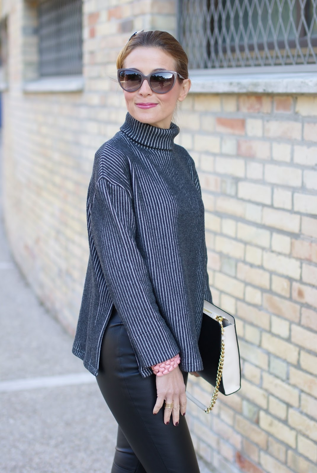 Chic and sophisticated look with a Vogos turleneck sweater, faux leather pants and black pumps on Fashion and Cookies fashion blog, fashion blogger style