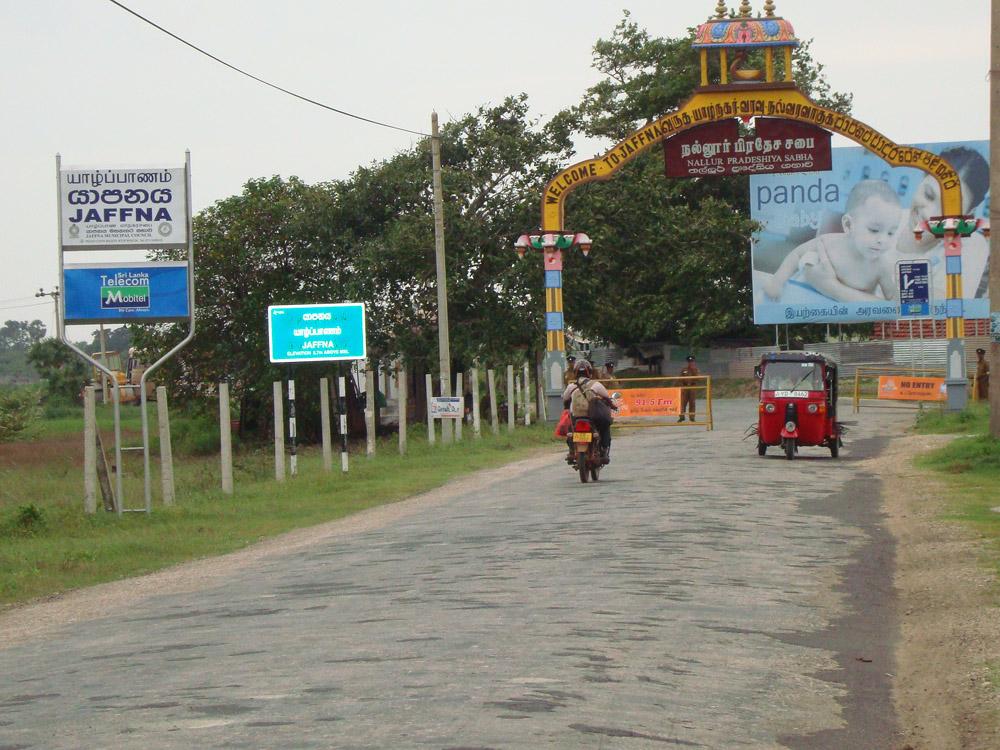 யாழ்.மாவட்டத்தில் சட்டம், ஒழுங்கு நிலைமை மிக மோசமாக சீர்கெட்டு பொதுமக்கள் வீதிகளில் இறங்கவே அஞ்சும் நிலை ஏற்பட்டுள்ளது