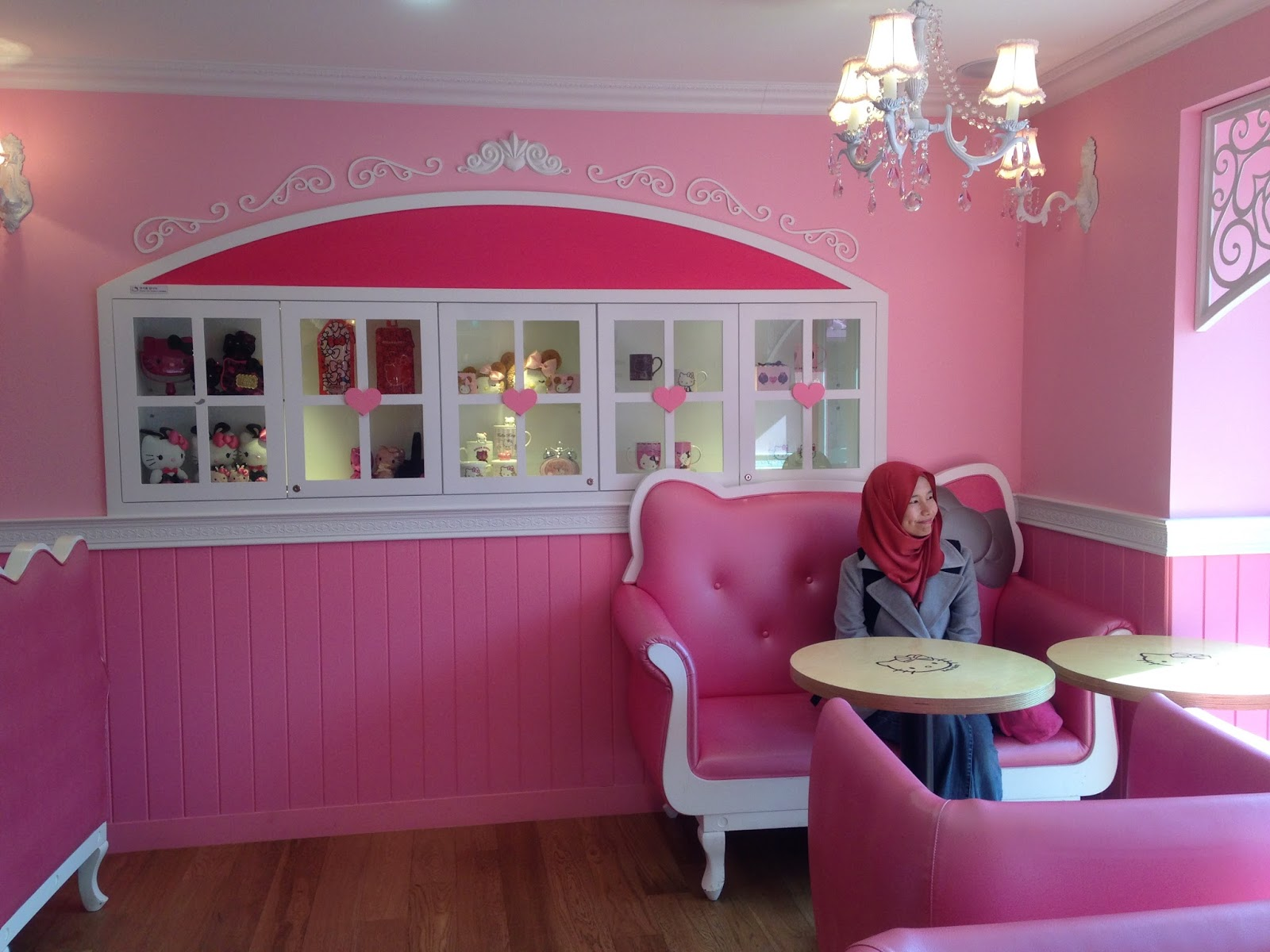 Hello kitty dining room - It S A House Okay They Converted A House Into A Cafe Sila Menangis Hello Kitty Lovers The Ultimate Dream Finally Came True