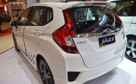 Tampilan Belakang Honda Jazz RS Black Top