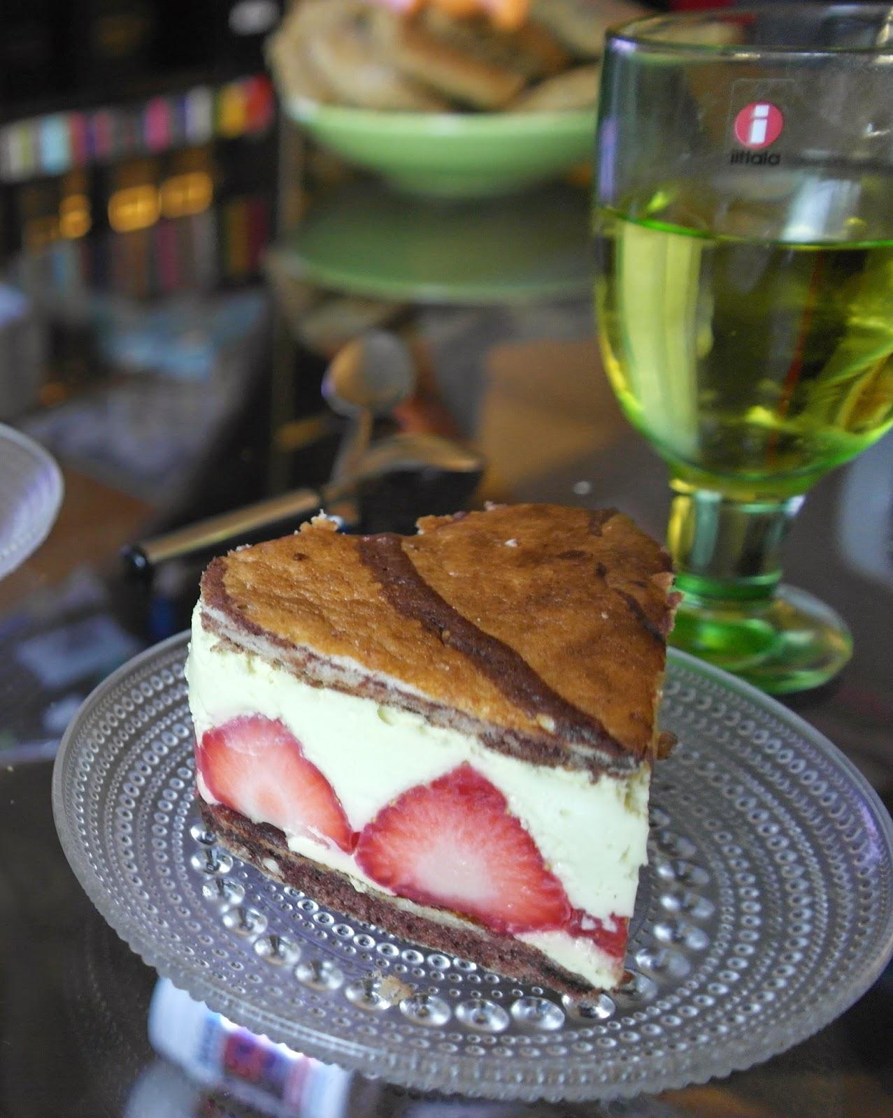 Vaahtokarkkinen mansikkaleivos (gluteeniton)
