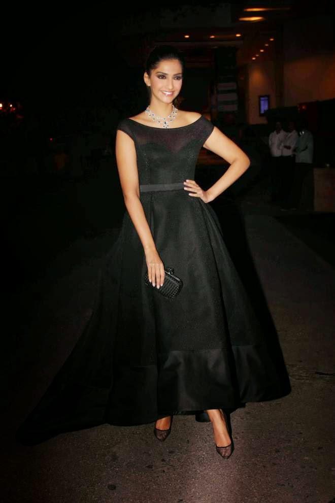 Sonam Kapoor Looks Sexy Black Gown Dress Photos