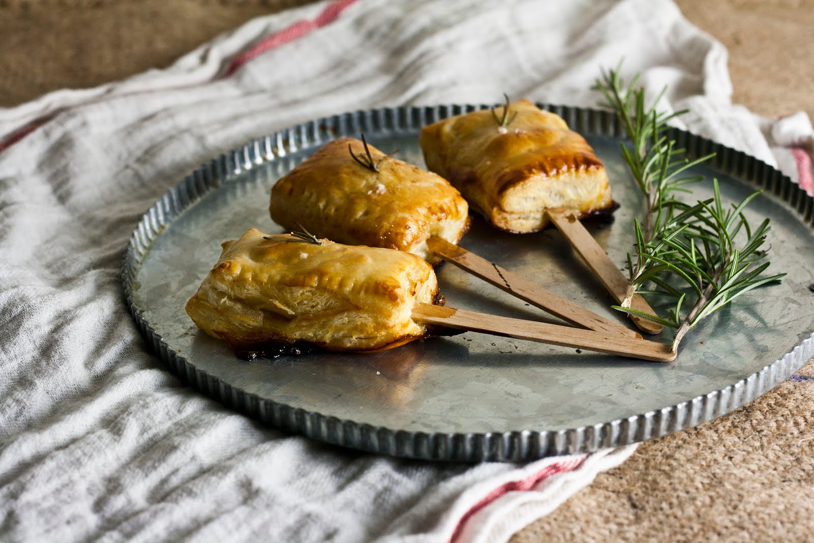 ... Blog in San Francisco: Bite-Sized Baked Brie with Rosemary and Honey