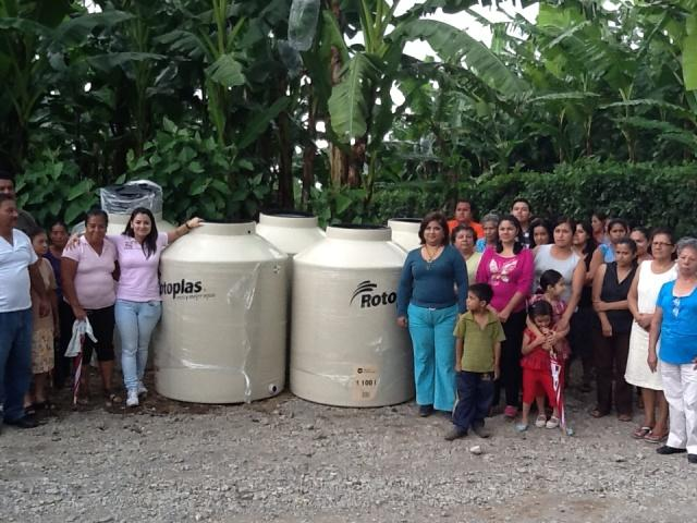 Nayeli jarillo gestiona apoyos atraves de mariana for Rotoplas 1100 litros