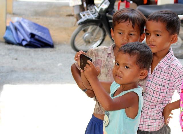 Photographie : galerie de visages khmers