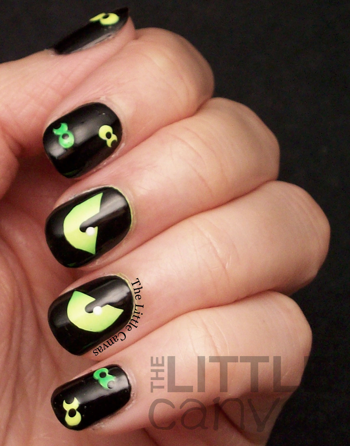 Halloween Eyeball Nail Art: Halloween nail art skulls and eyeball ...