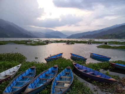 Pokhara Fewa gölü