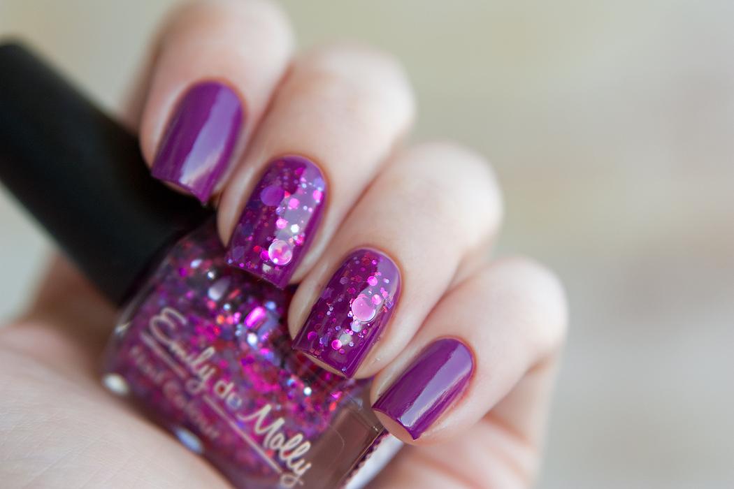 Emily de Molly Super Vixen + OPI Pamplona Purple