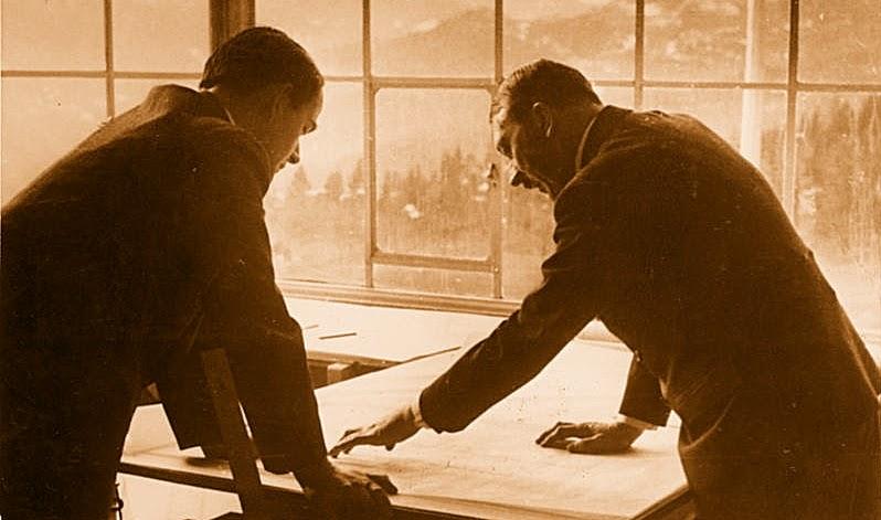 Альберт Шпеер и Адольф Гитлер в Бергхофе в 1938 г.