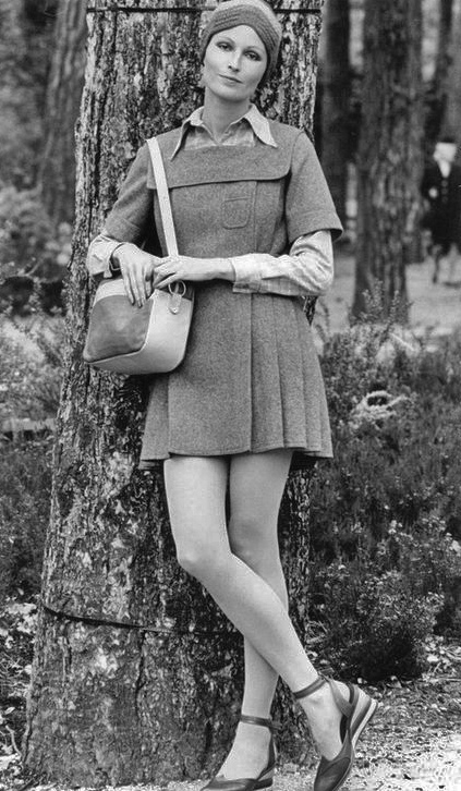 vintage everyday: Vintage Photos of Girl in Mini Skirts