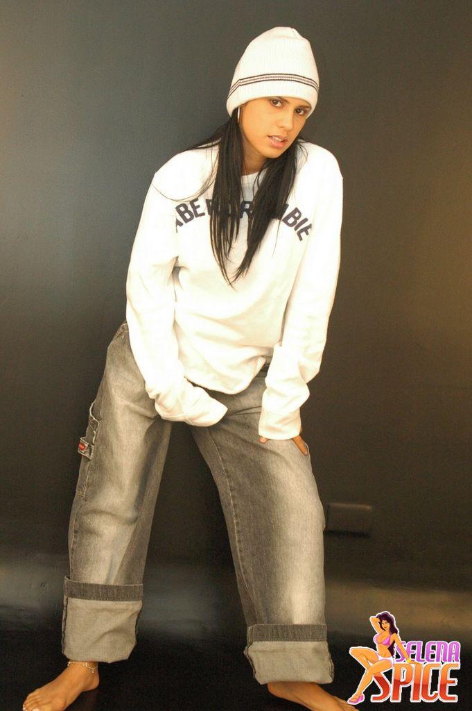 Andrea rincon selena spice galeria 19 buso blanco y jean for Selena spice