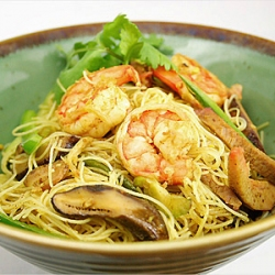 what is singapore fried rice noodle?