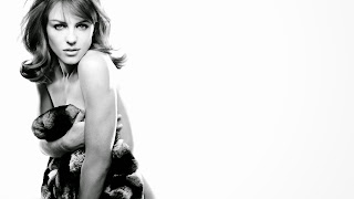 Elizabeth hurley hollywood actress black and white wallpapers
