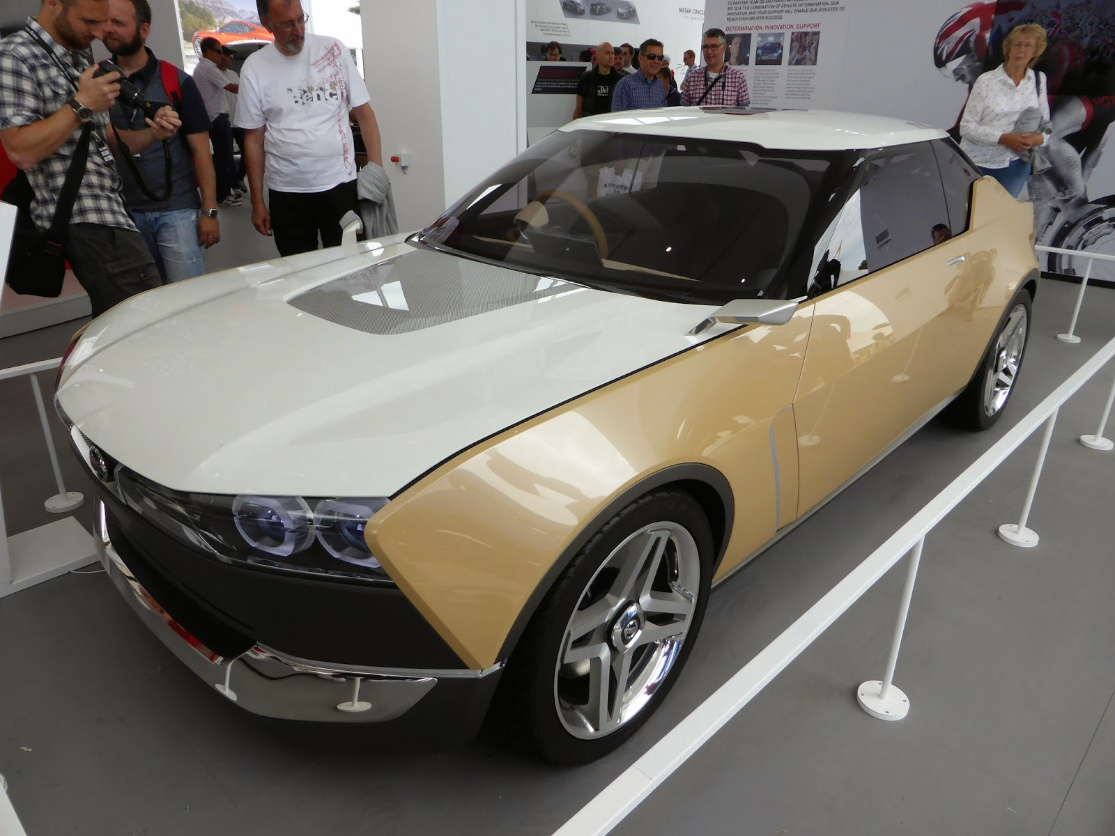 Nissan iDx Freeflow concept. Awesomely reto-modern