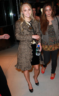 AnnaSophia Robb heading to party