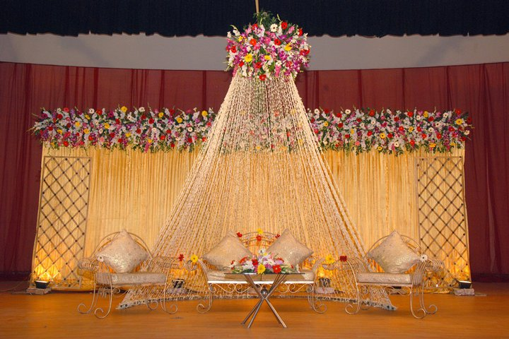 Wedding hall decoration wedding snaps for Hall decoration images