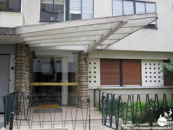 Paris 16ème - Entrée d'immeuble.  Architecte: Rémy Le Caisne  construction: 1952 - 1954