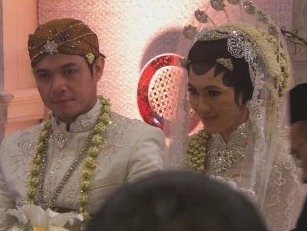 Foto Pernikahan Dude dan Alyssa