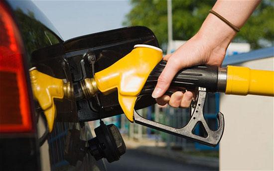 Harga runcit petrol dan diesel turun mulai Februari