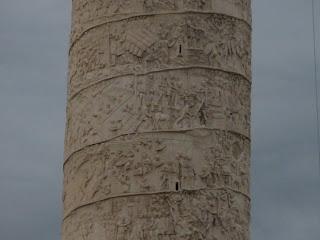 Bajorrelieves que recorren la Columna de Trajano.