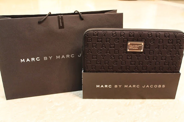 marc by marc jacobs laptop sleeve black color macbook case mbmj singapore faux fur good protection