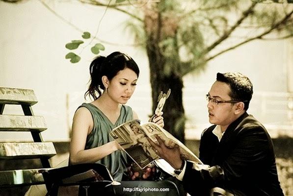 Pre Wedding dengan Gaya Melihat 1 Objek Bersama