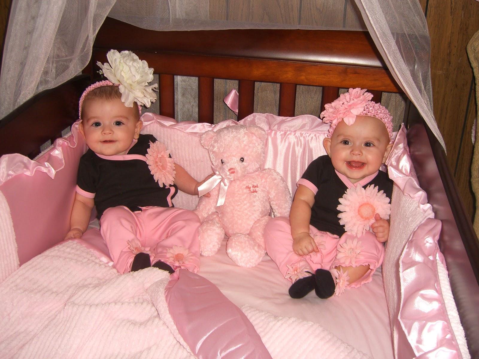 Foto Bayi Kembar Unyu Unyu Bangetz