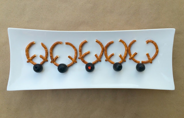 Olive Reindeer - Fun Christmas Appetizers with pretzel antlers | www.jacolynmurphy.com