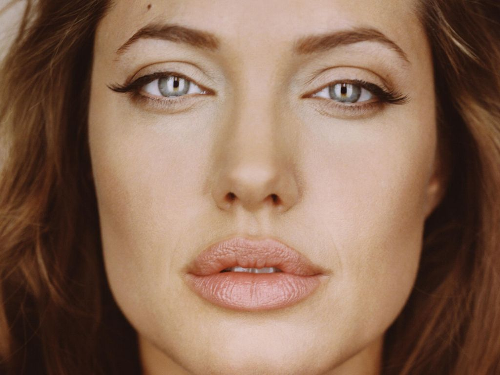 Distinctive Face: Angelina Jolie