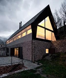 Hablamos de dise o te apuntas casa mirador en los - Casas pirineo catalan ...