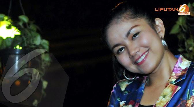 Indonesian dangdut singer behind the scene - 2 6