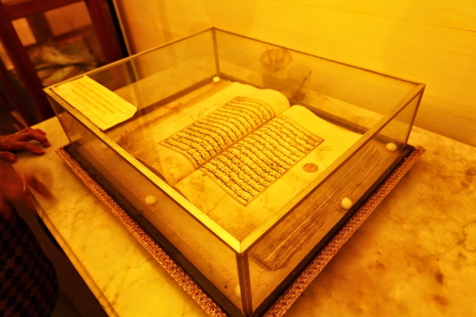 Al-Quraan yang dipercayai hasil tulisan tangan Sultan Syarif Muhammad alKadrie