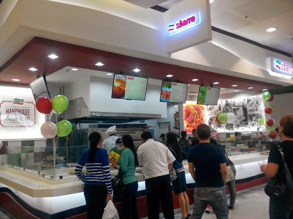 Sbarro is giving away free bags for the first 100 customer!