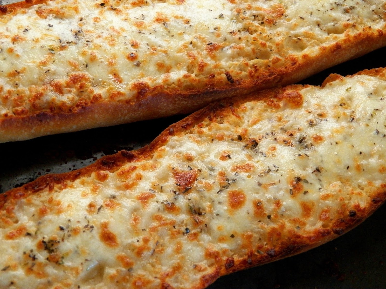 Comfy Cuisine: Cheesy Garlic Bread