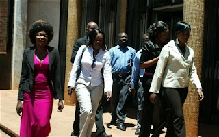 http://sofadasala-noticias.blogspot.com.br/2012/03/os-absurdos-roubos-de-semen-em-zimbabwe.html
