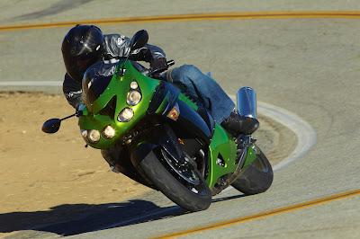 2011 Kawasaki Ninja ZX-14 Action