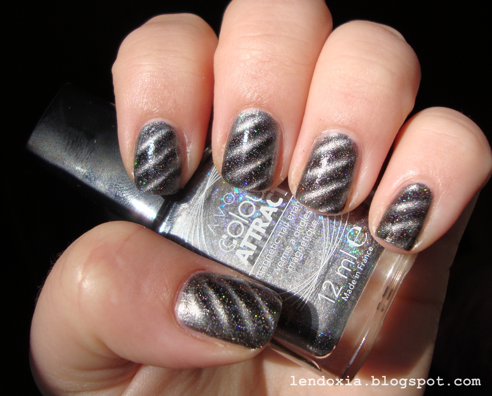 avon magnetski lak za nokte s holo cesticama